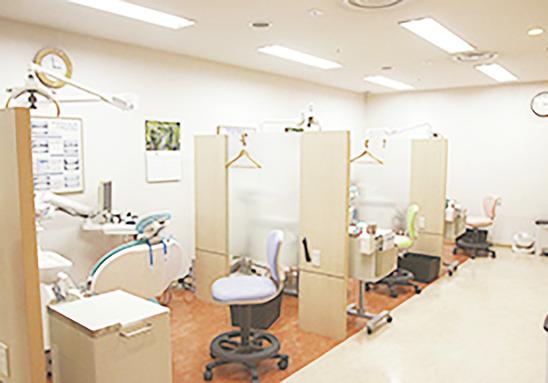 神奈川県の(1)クリア・デンタルクリニックまたは(2)田園歯科クリニックまたは(3)なんもうりフラワー歯科または(4)エンゼル歯科の写真2