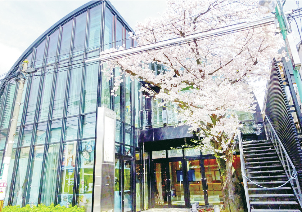 大阪府の(1)さくら歯科クリニックまたは(2)スマイルプラン歯科クリニック西宮の写真1