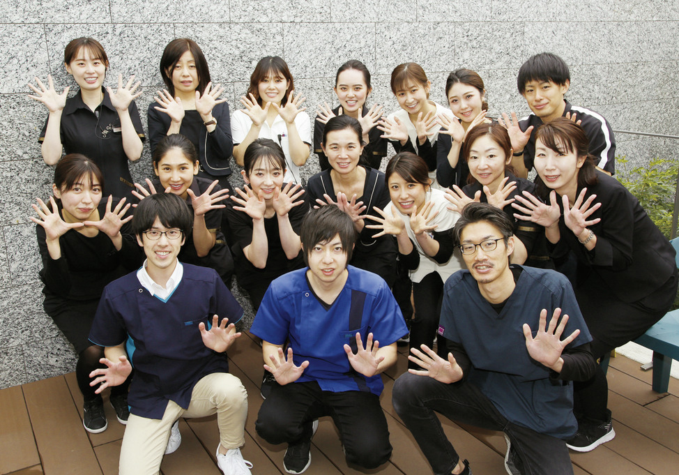 大阪府の(1)城彩会歯科ガーデンクリニックまたは(2)城彩会歯科の写真1