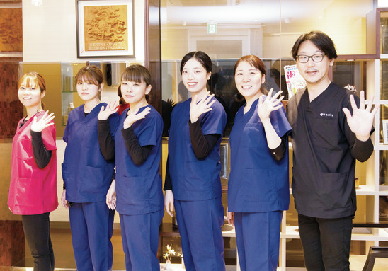 拡大鏡でメインテナンス! 歯周病の認定DHを目指せる
